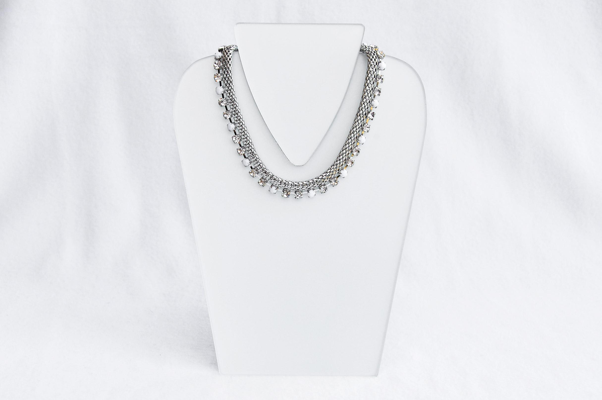 Exklusivní náhrdelník se šatony. Design Providence Rhode Island USA