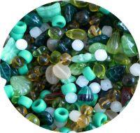 Mačkané korálky, mix zelený, mix tvarů a velikostí, balení po 50g